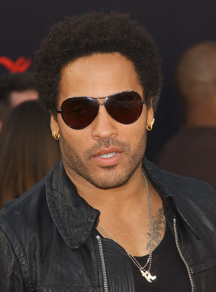bilder von kurzhaarfrisuren die lenny kravitz tr gt. Black Bedroom Furniture Sets. Home Design Ideas