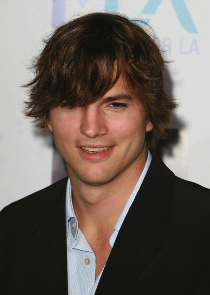 Frisuren Halblang Von Ashton Kutcher Mannerfrisuren