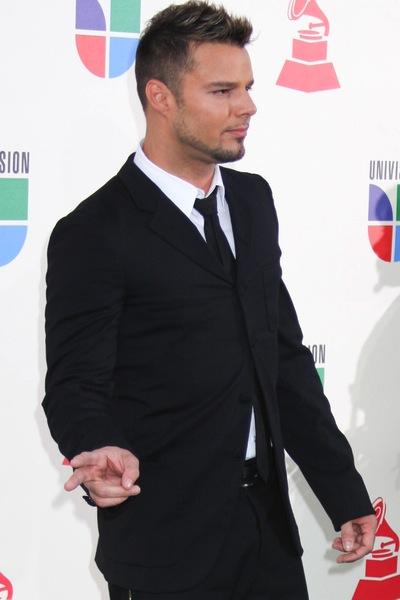 kurze Männerfrisuren bis mittellang - Ricky Martin