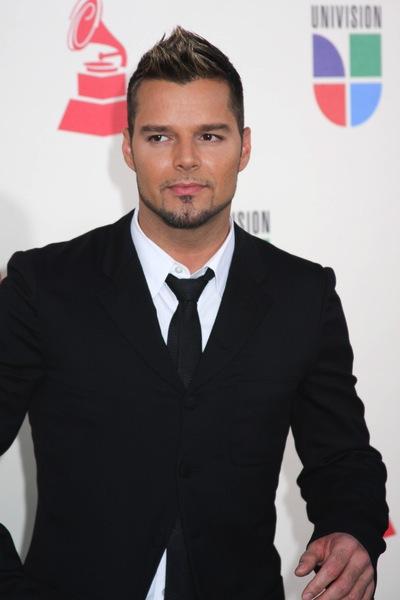 kurze Männerfrisuren von Ricky Martin