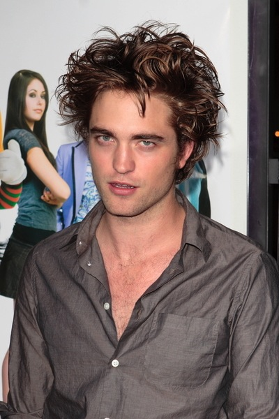 frisuren f r halblange haare wie robert pattinson sie hat m nnerfrisuren. Black Bedroom Furniture Sets. Home Design Ideas